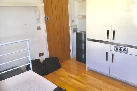 Studio to rent - Burlington Street, Kemp Town