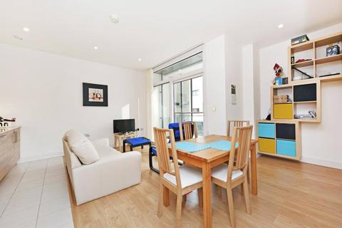 1 bedroom apartment to rent - Cornell Square, London, SW8