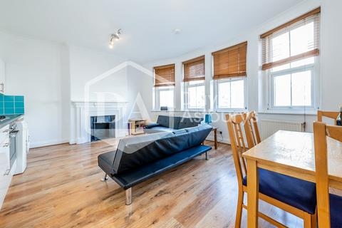 3 bedroom apartment to rent - Grand Parade, Green Lanes, London