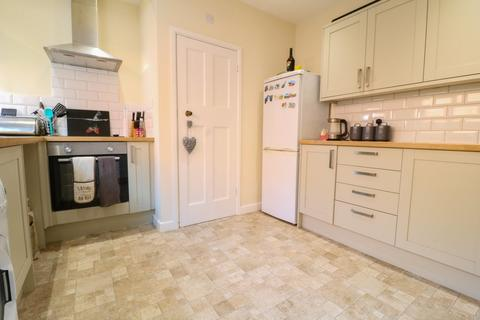 2 bedroom end of terrace house to rent - Alexandra Avenue, Camberley