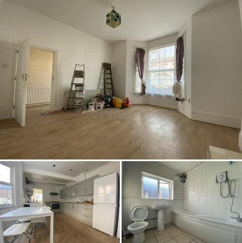 3 bedroom terraced house to rent - Hartham Road, London