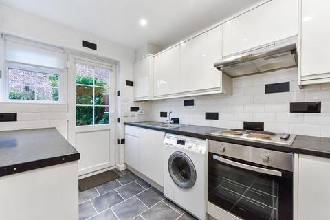 3 bedroom mews to rent - College Gardens, London SW17