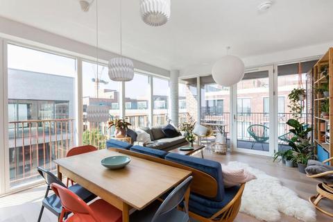 2 bedroom flat for sale - Casings Way, London E3