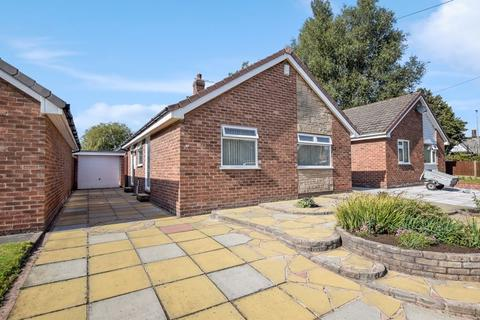 2 bedroom detached bungalow for sale - Minton Way, Grosvenor Park