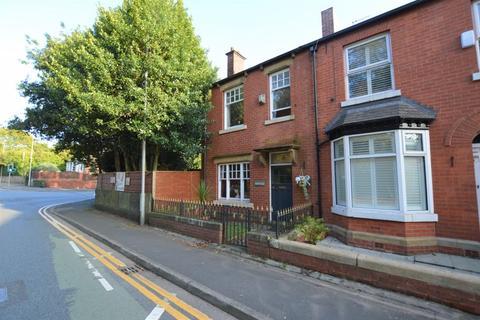 3 bedroom end of terrace house for sale - Bury Road, Rochdale