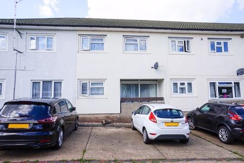3 bedroom terraced house to rent - Dewsgreen, Basildon