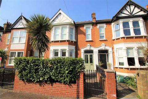 4 bedroom end of terrace house to rent - St Margarets Road, Wanstead