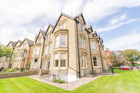 2 bedroom apartment - St Georges Square, Lytham St Annes, FY8