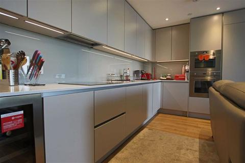 3 bedroom flat for sale - High Road, Whetstone