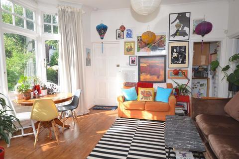 1 bedroom property to rent - Queens Avenue, N10