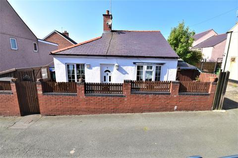 3 bedroom detached bungalow for sale - School Road, Rhosllanerchrugog, Wrexham