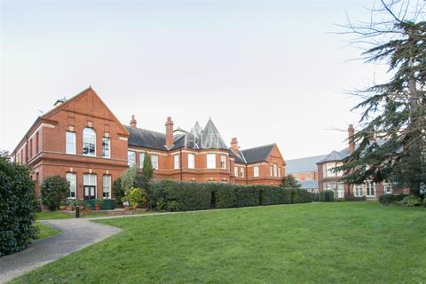 2 bedroom apartment to rent - Marlowe House, Repton Park, Woodford Green, Essex