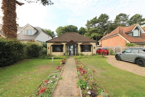 3 bedroom detached bungalow for sale - The Drive, Welwyn