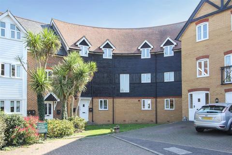 3 bedroom penthouse for sale - Bluefield Mews, Whitstable