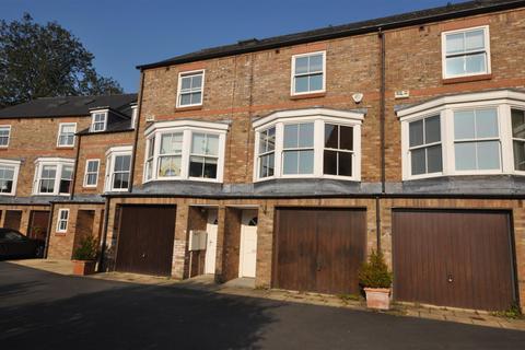 3 bedroom house for sale - Dewsbury Court, York, YO1 6LH