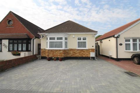 2 bedroom detached bungalow for sale - Candover Road, Hornchurch