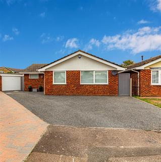 4 bedroom detached bungalow for sale - Poplar Grove, Burnham-On-Crouch