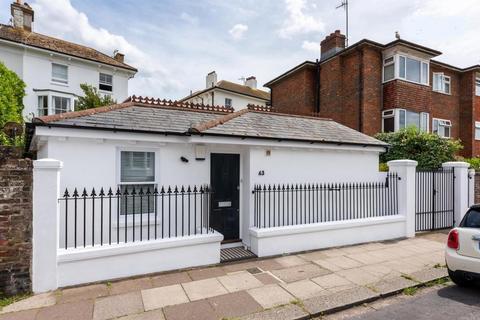 3 bedroom bungalow to rent - Osborne Villas, Hove, BN3 2RA
