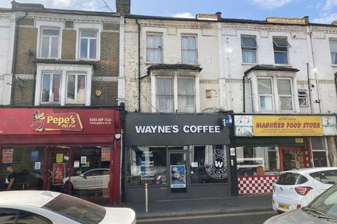 Shop to rent - 224 Hoe Street, Walthamstow, London, E17 3AY