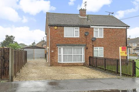 2 bedroom semi-detached house for sale - St. Peters Avenue,  Quarrendon,  Aylesbury,  Buckinghamshire,  HP19