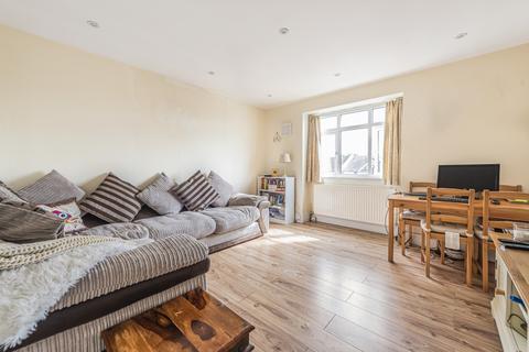 2 bedroom flat for sale - Faversham Road London SE6