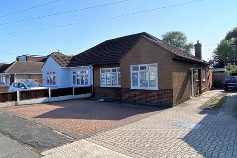 2 bedroom bungalow for sale - Harrow Crescent, Romford