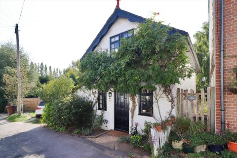 2 bedroom detached house for sale - Stafford Road, Tunbridge Wells, Kent, TN2