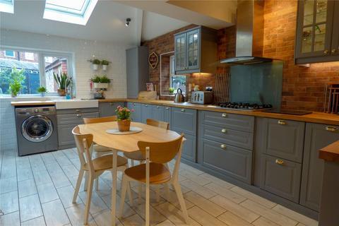 3 bedroom semi-detached house for sale - Wilshaw Grove, Ashton-under-Lyne, Greater Manchester, OL7