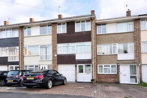 4 bedroom terraced house for sale - Cowdray Way, Hornchurch, RM12 4AX