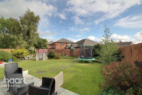 3 bedroom semi-detached house for sale - Kings Drive, Leicester
