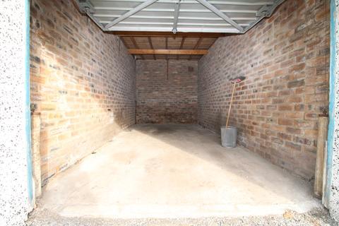 Garage to rent - Melrose Court  G73