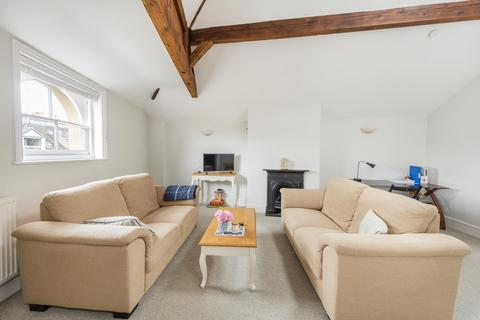 2 bedroom flat to rent - Third Floor Flat South (Flat ), Saville Place, BS8