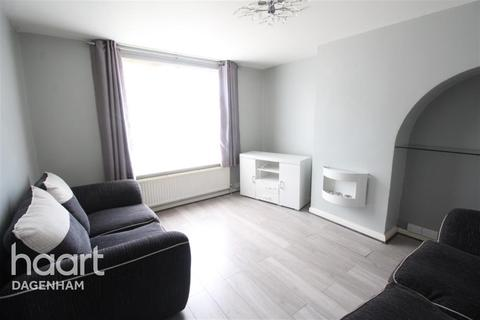 3 bedroom terraced house to rent - Hunters Hall Road, Dagenham