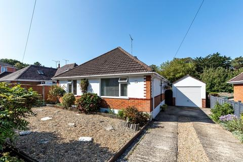 2 bedroom bungalow for sale - 2 Bed Detached Bungalow, REDHILL