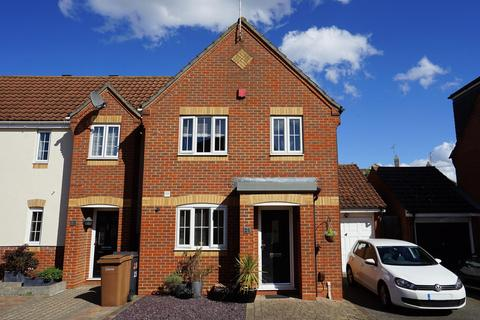 3 bedroom end of terrace house for sale - Samuel Manor, Springfield, Chelmsford, Essex, CM2