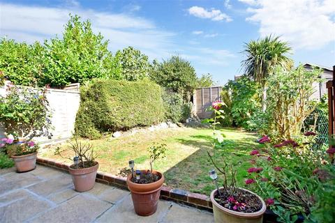 3 bedroom terraced house for sale - Courtlands, Haywards Heath, West Sussex