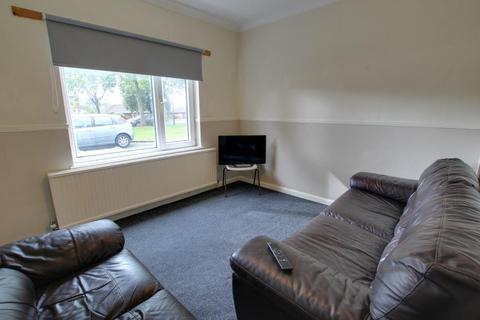 3 bedroom terraced house to rent - COTTINGHAM RD, HULL, HU6