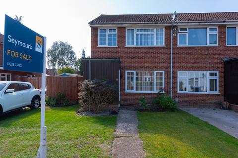 3 bedroom end of terrace house for sale - Vicarage Road, Blackwater