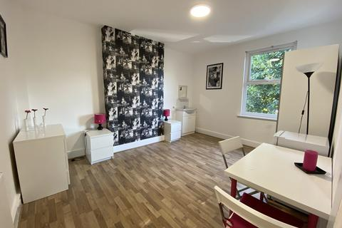 House share to rent - Hartington Road, West Ealing, London