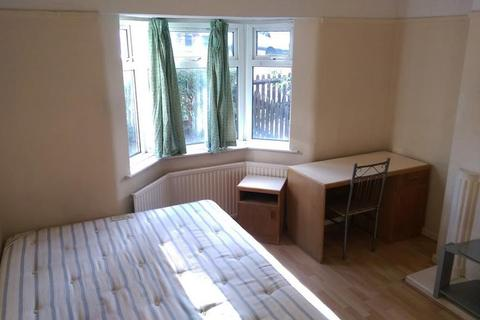 1 bedroom in a house share to rent - Taylors Green, East Acton, London, W3 7PF