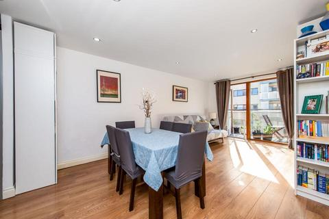 2 bedroom flat for sale - Trevithick Way, London E3