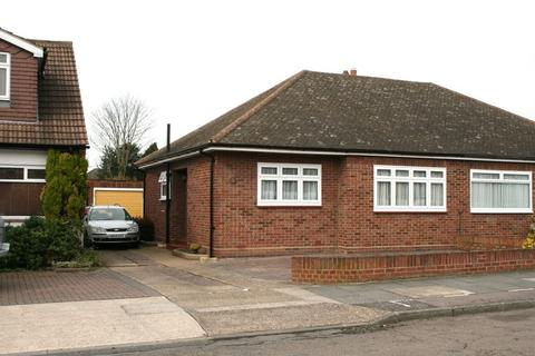 2 bedroom bungalow to rent - Hunter Drive, Hornchurch