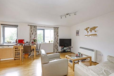 2 bedroom flat to rent - Wallace Court, Balham High Road, London