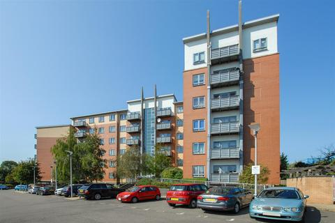 2 bedroom flat for sale - Priory Heights, Buckingham Avenue, Burnham