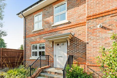 4 bedroom end of terrace house - Cutlers Close, Maidenhead, Berkshire, SL6