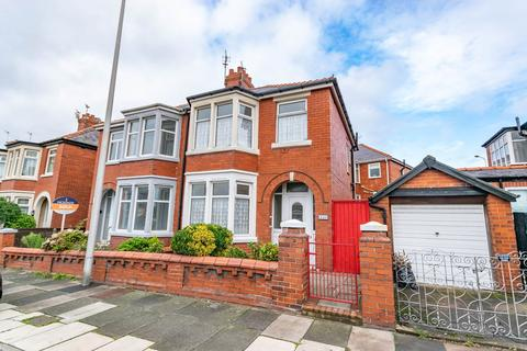 3 bedroom property to rent - Bloomfield Road, Blackpool, FY1