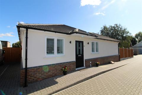3 bedroom detached bungalow for sale - Primus Close, Rainham