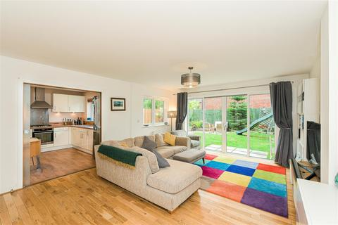 4 bedroom house for sale - Holmesdale Avenue, Redhill
