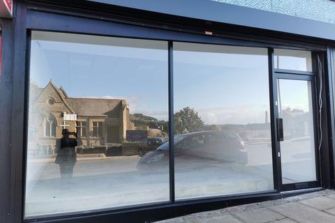 Shop to rent - -24, Kirkgate, Bradford, BD18