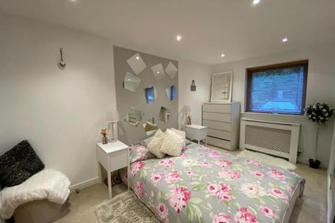 2 bedroom terraced house to rent - Millicent Grove, Palmers Green, N13